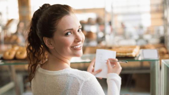 Geld sparen Einkaufszettel schreiben